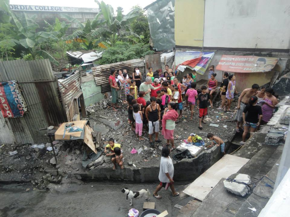 poor are in communities manila philippines